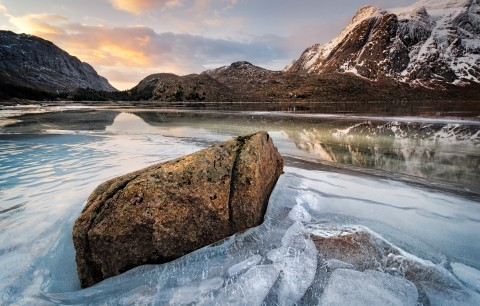 Frozen-Sunrise-over-Nusfjord